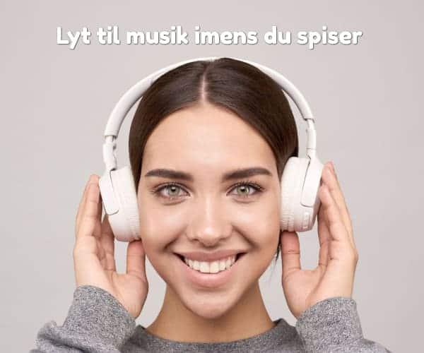 Lyt til musik imens du spiser