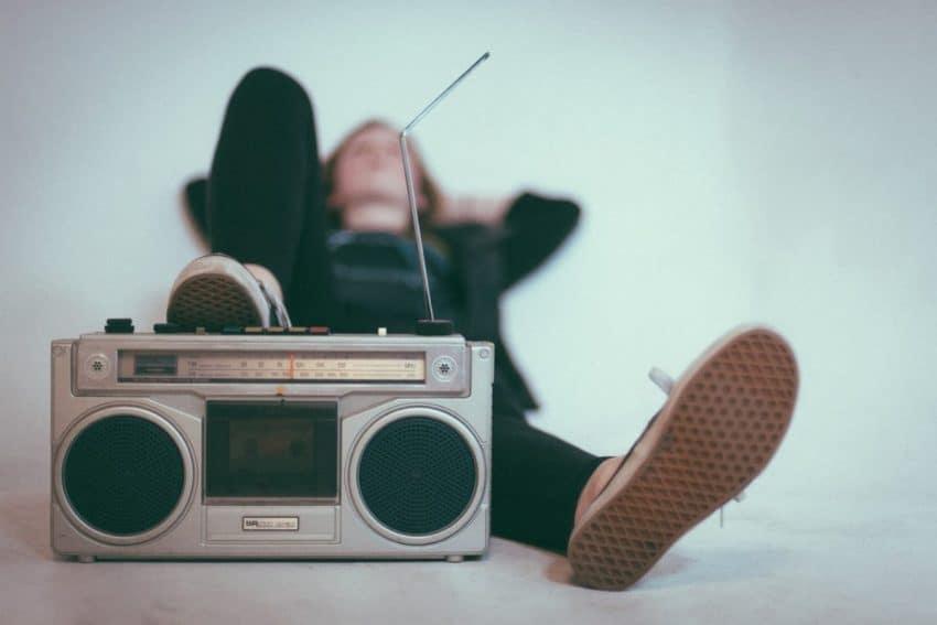 Lyt til musik med nyt tag over hovedet